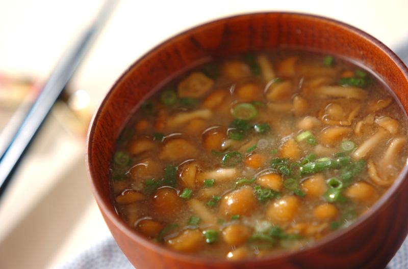 ナメコと長芋のトロトロみそ汁