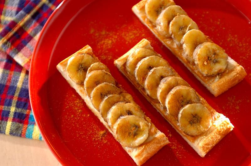 バナナとピーナッツバターのスティックオープンサンド