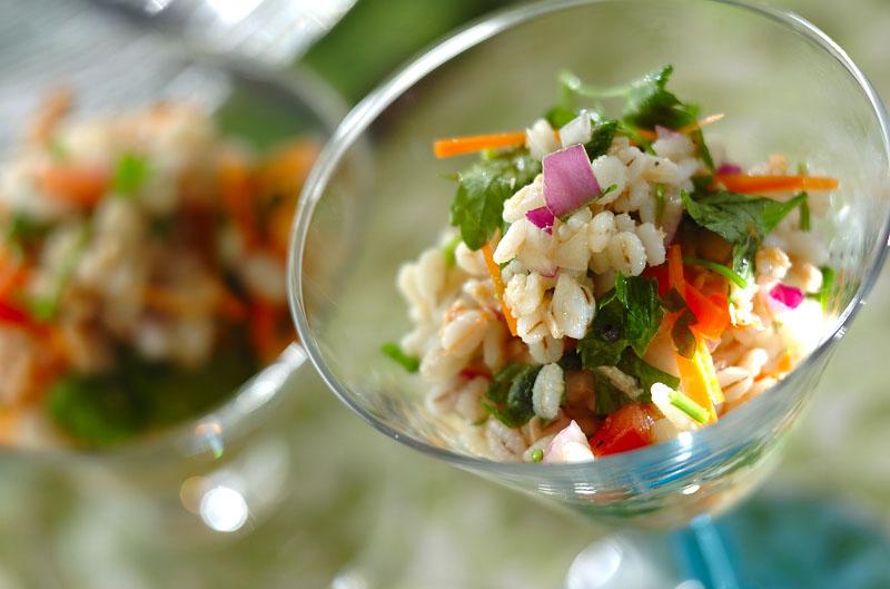 押し麦とツナの彩りサラダ