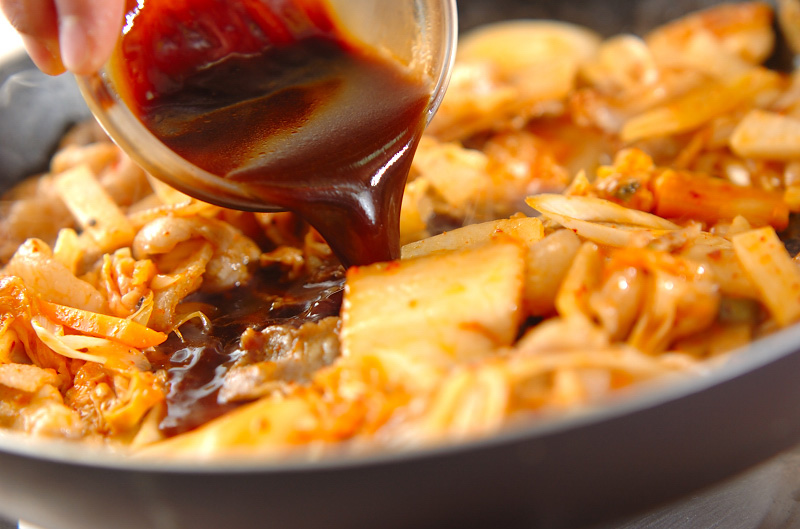 豚バラ肉とキムチの甘辛炒めの作り方の手順7