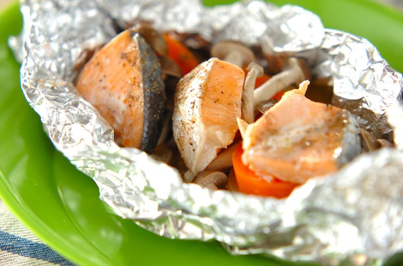 鮭とポテトのフライパンでホイル焼き【E・レシピ】料理のプロが作る簡単レシピ/2011.05.09公開のレシピです。