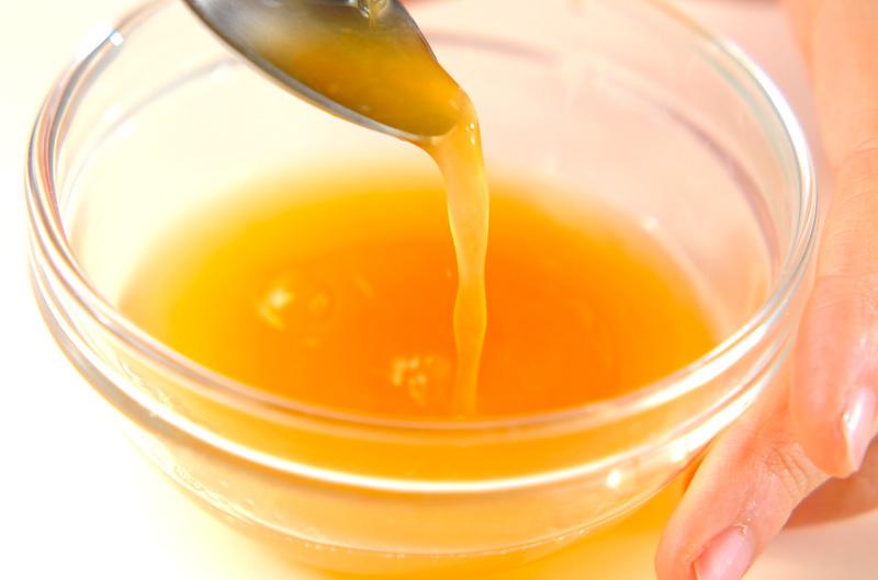 ゆでカニのオレンジソース添えの下準備1