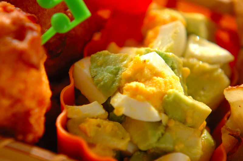 アボカド 卵 サラダ 半熟卵とブロッコリーのアボカドサラダ