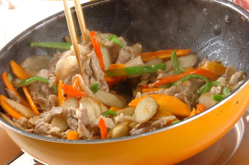 新ゴボウと豚肉の炒め物の作り方3