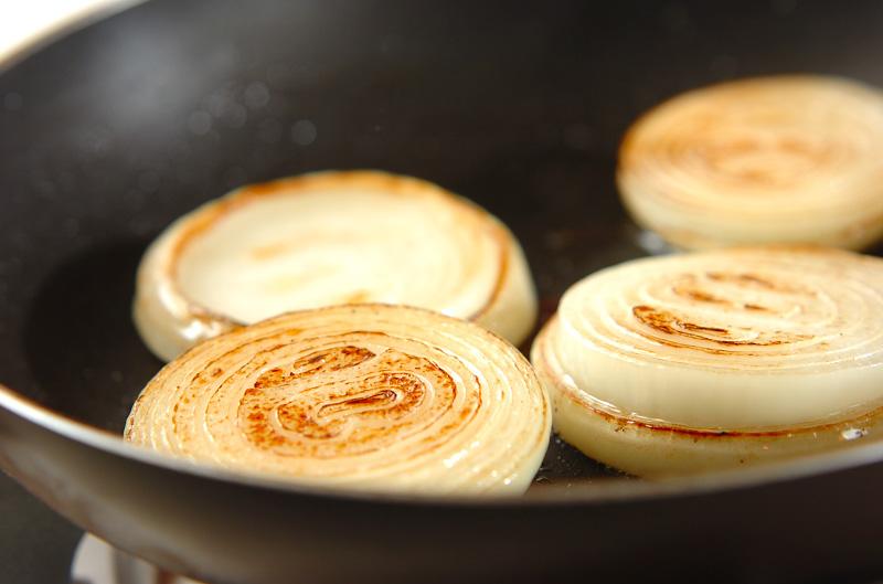 焼き玉ネギのカマンベールチーズのせの作り方1