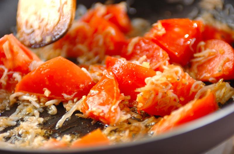 トマトとジャコのパスタの作り方の手順2