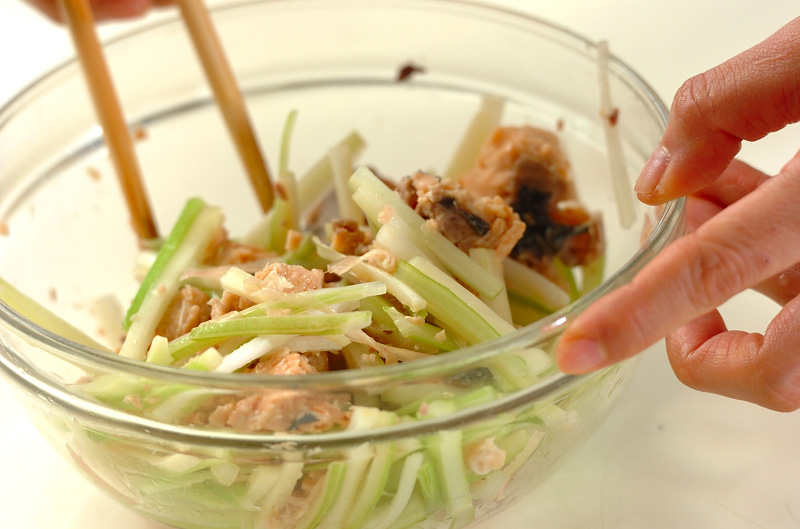 鮭缶とセロリの酢の物の作り方の手順4
