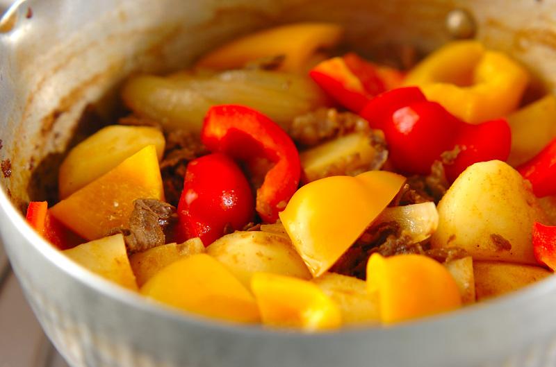カレー肉ジャガの作り方の手順8