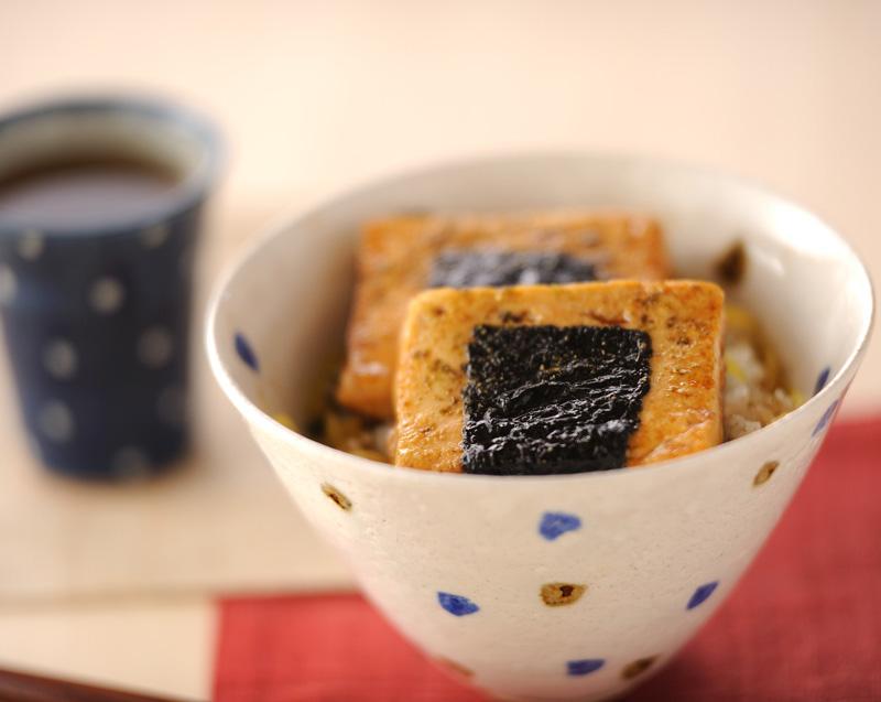 豆腐の蒲焼き香味ご飯のせ