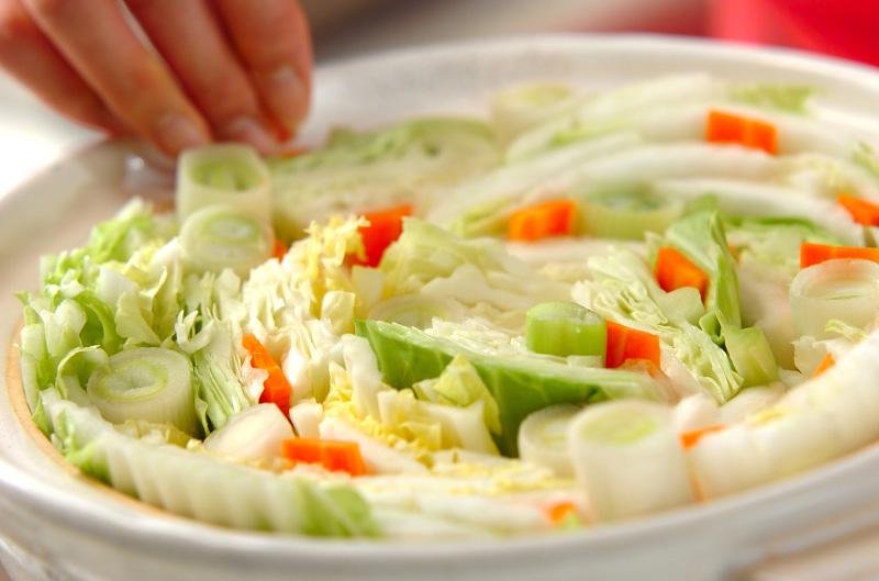 キャベツと白菜の野菜酒粕鍋の作り方の手順1