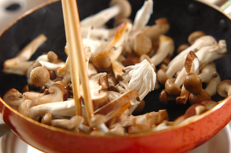 しょうゆが隠し味!キノコのバターソテーの作り方の手順4