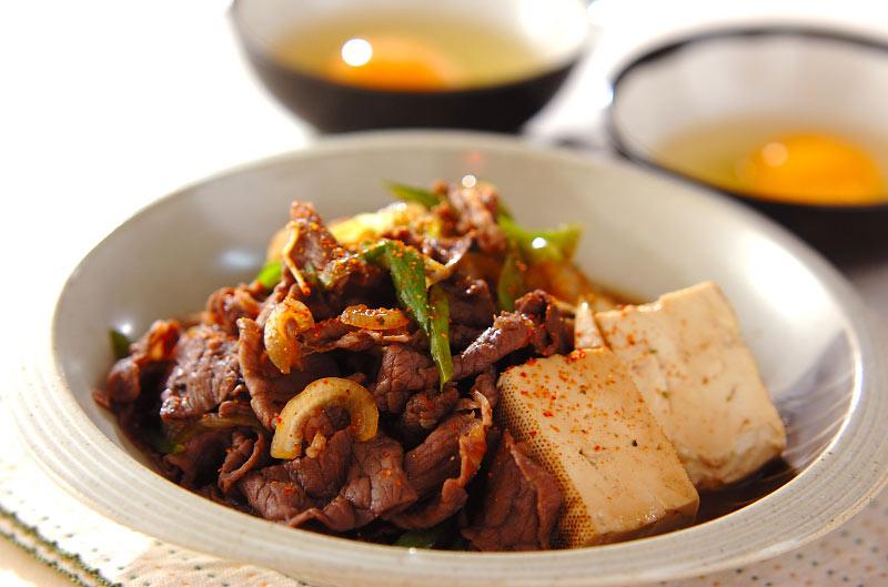 甘辛がたまらない!牛肉のすき焼き風炒め煮