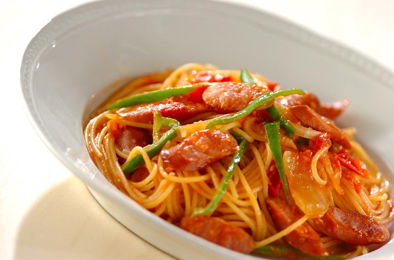 トマトとソーセージのパスタ