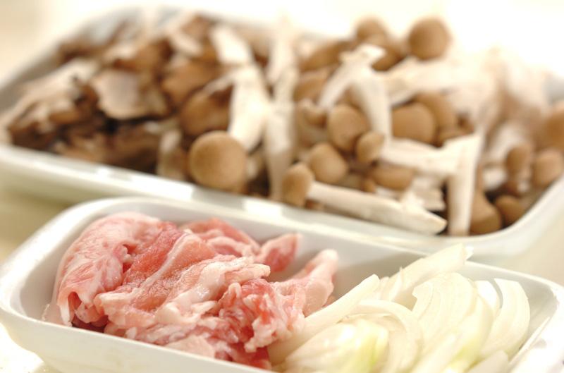豚キノコ丼の作り方の手順1