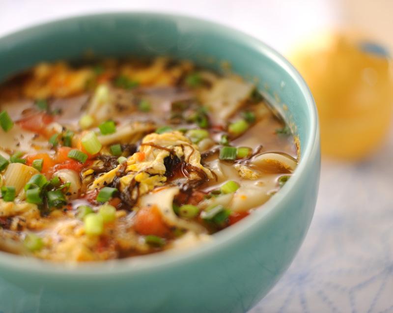 もずくとトマトのサンラーきしめん【E・レシピ】料理のプロが作る簡単レシピ/2009.11.02公開のレシピです。