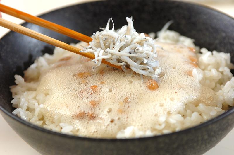 ふわふわ食感!シラス納豆丼の作り方の手順2