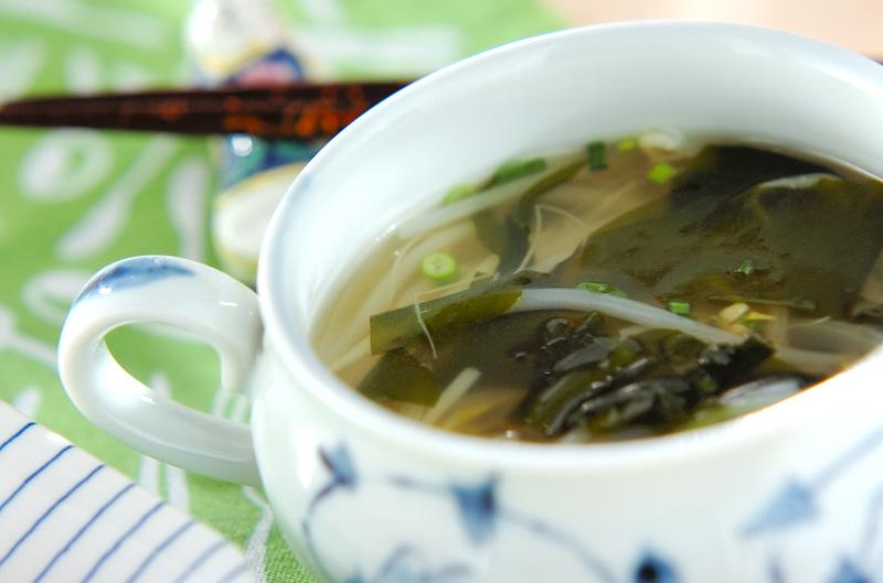 モヤシとワカメのスープ