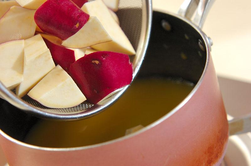 サツマイモのハニーオレンジ煮の作り方1
