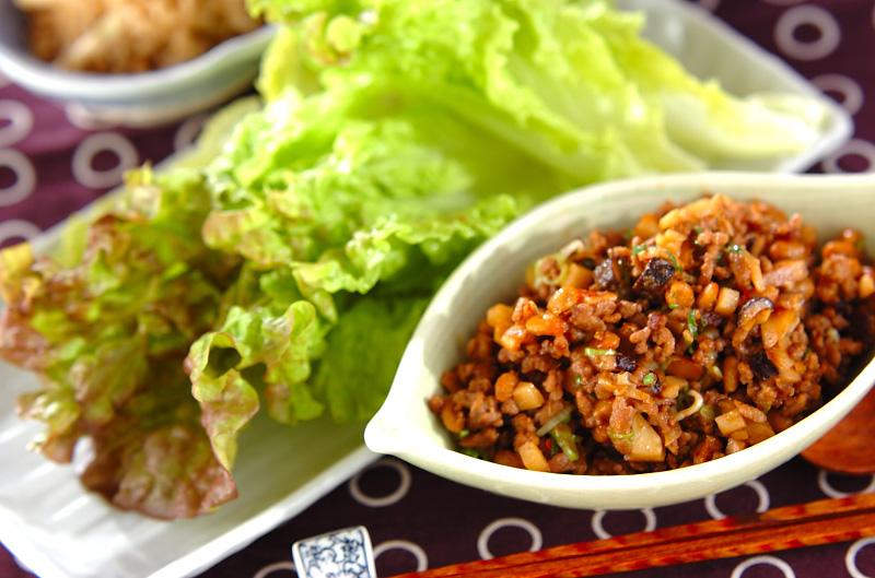ひき肉納豆のレタス包みの作り方の手順