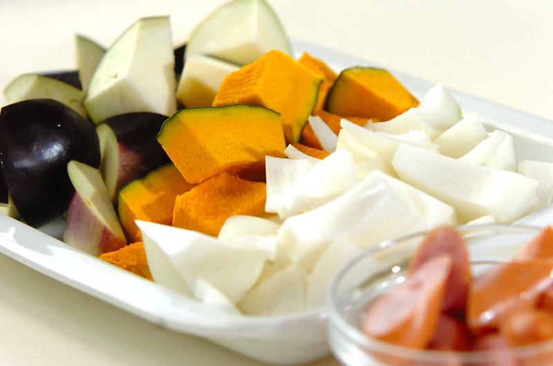 トロトロ卵入り夏野菜のトマト煮の作り方の手順1