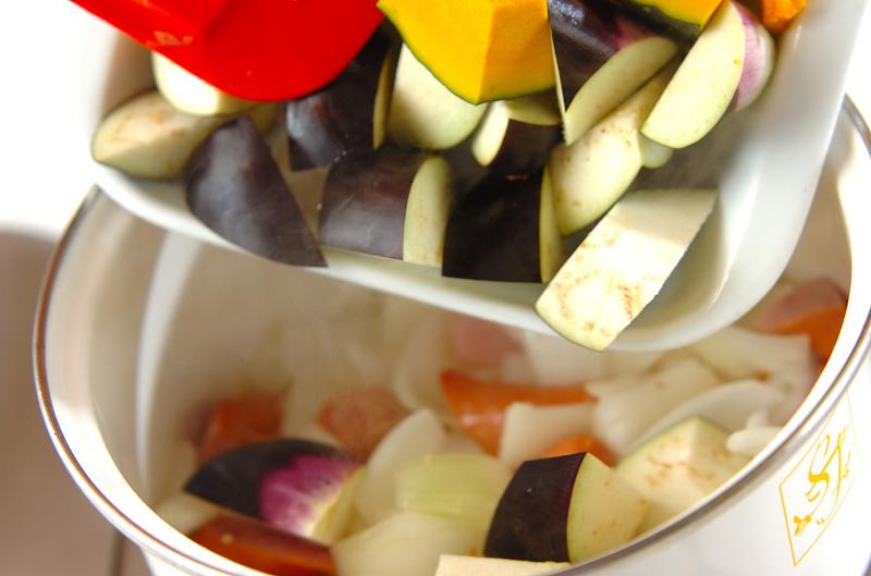 トロトロ卵入り夏野菜のトマト煮の作り方の手順6
