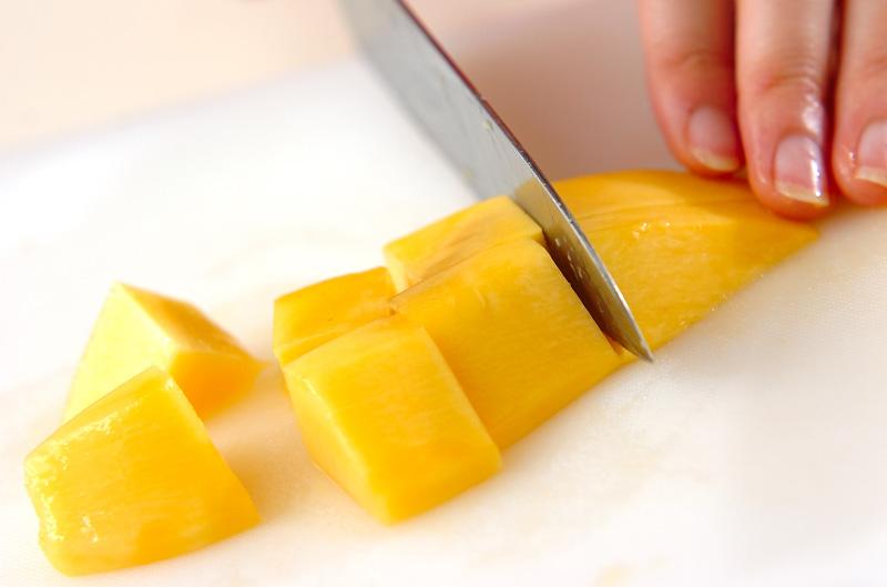 マンゴーのデザートの作り方の手順1