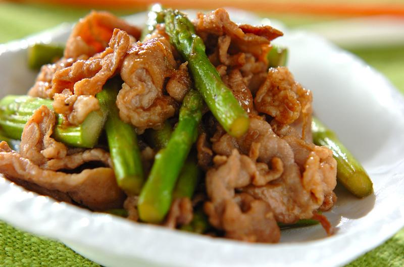 ご飯がすすむ!スタミナ豚肉とアスパラの炒め物