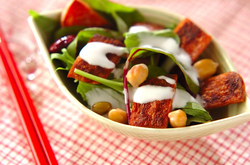 カリカリポークのサラダの作り方の手順