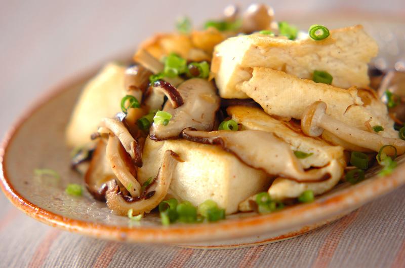 豆腐とキノコのカリカリ炒め