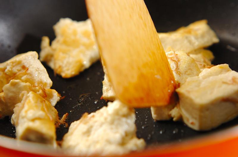 豆腐とキノコのカリカリ炒めの作り方の手順3