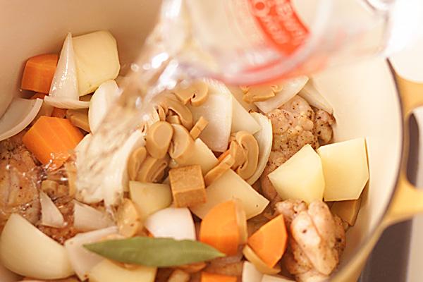 クリームシチューの作り方の手順5