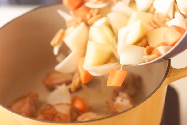 クリームシチューの作り方4