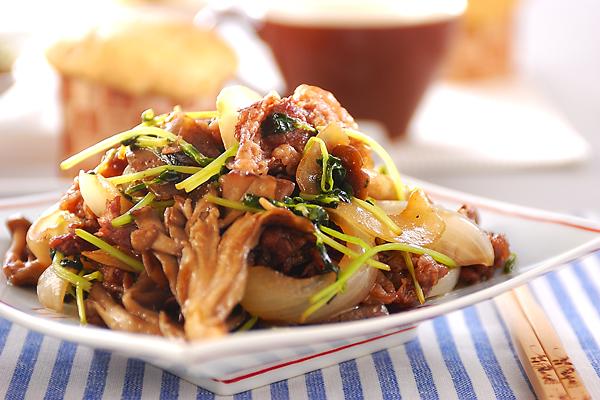牛肉とキノコの炒め物の作り方の手順
