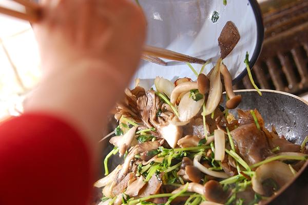 牛肉とキノコの炒め物の作り方の手順7