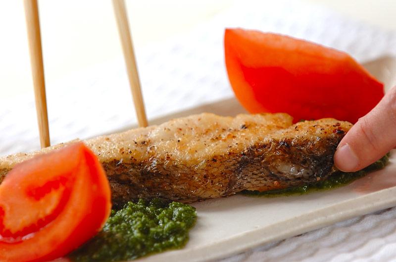魚のムニエル・バジルソースの作り方の手順5