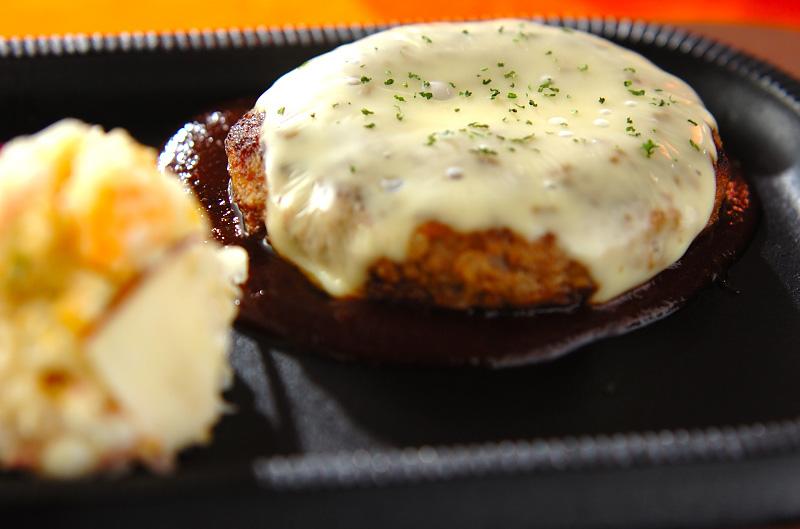 とろーりチーズのジューシーハンバーグ