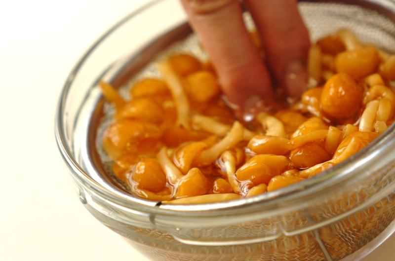 ナメコのみそ汁の作り方の手順1