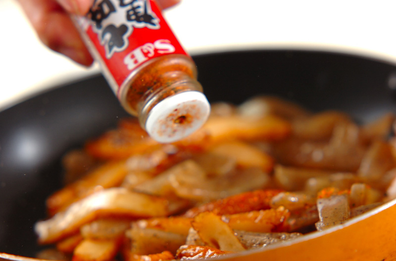 コンニャクとさつま揚げのきんぴら炒めの作り方2