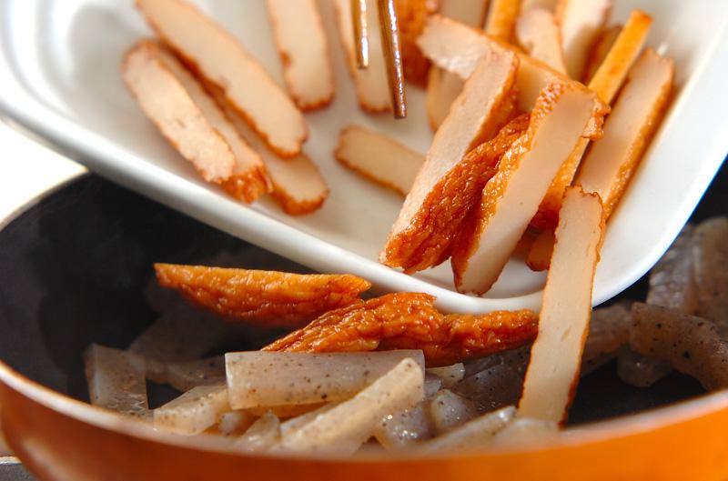 コンニャクとさつま揚げのきんぴら炒めの作り方の手順3