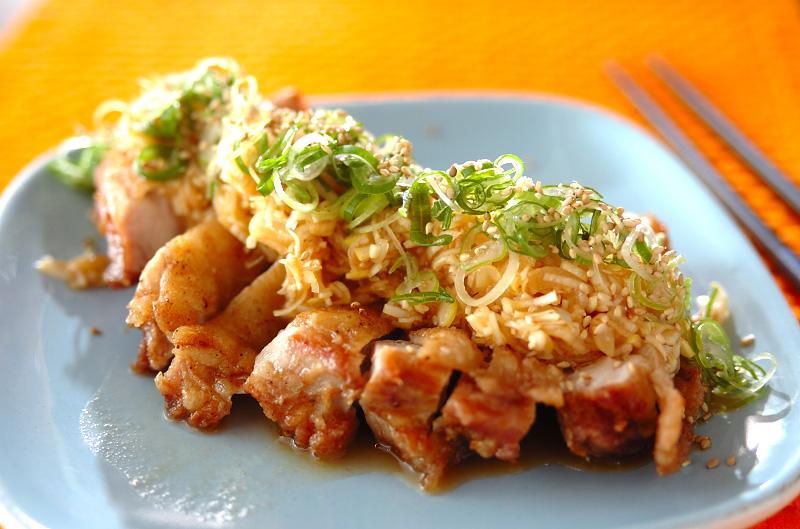 揚げ鶏ネギまみれ(油淋鶏風)【E・レシピ】料理のプロが作る簡単レシピ/2011.05.13公開のレシピです。