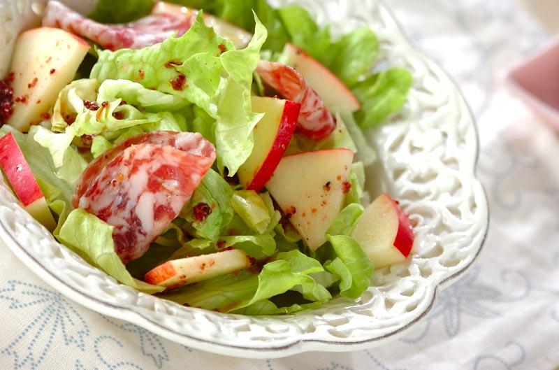サラミとリンゴのサラダの作り方の手順