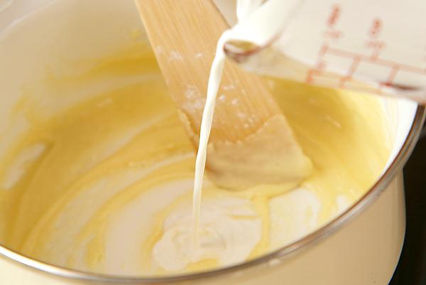 季節のフレッシュフルーツロールケーキの作り方2