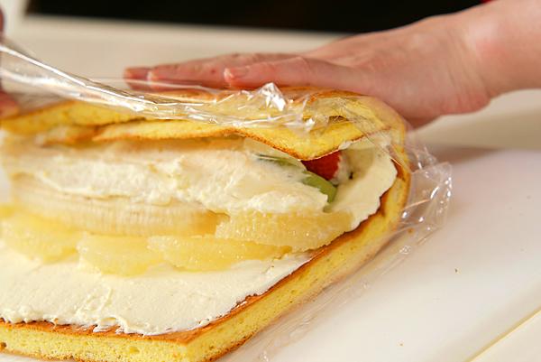 季節のフレッシュフルーツロールケーキの作り方の手順16