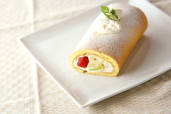 季節のフレッシュフルーツロールケーキの作り方の手順