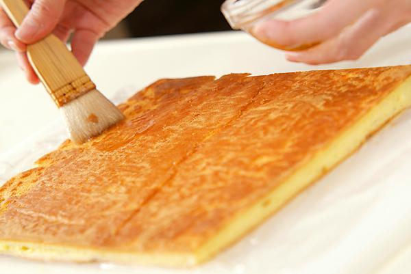 季節のフレッシュフルーツロールケーキの作り方8