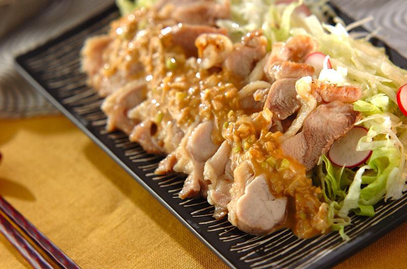 ピリ辛ゴマダレがけレンジ蒸し鶏
