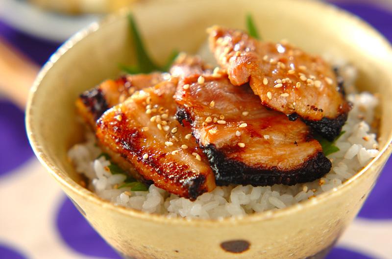 豚肉の梅ダレ焼き丼の作り方の手順