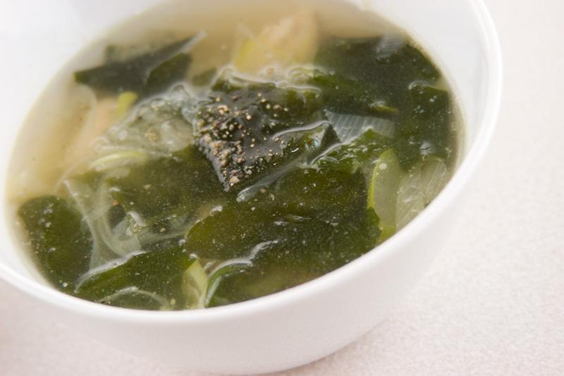 ワカメと鶏肉のスープ