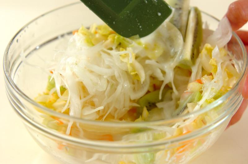 春キャベツとフルーツのサラダの作り方の手順3