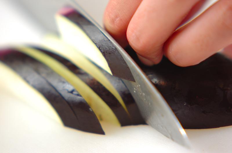 ナスのゴマ酢和えの作り方の手順1